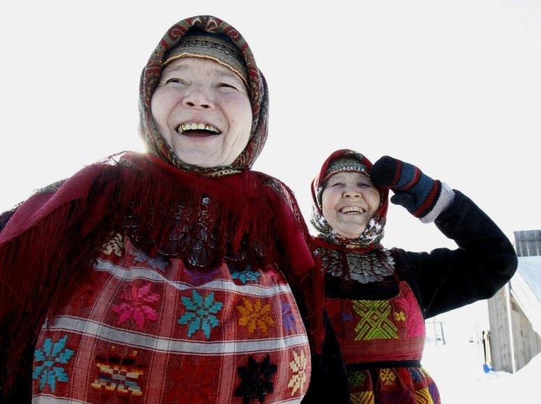 Alevtina Biagiševa (54) ir Valentina Piačenko (74)