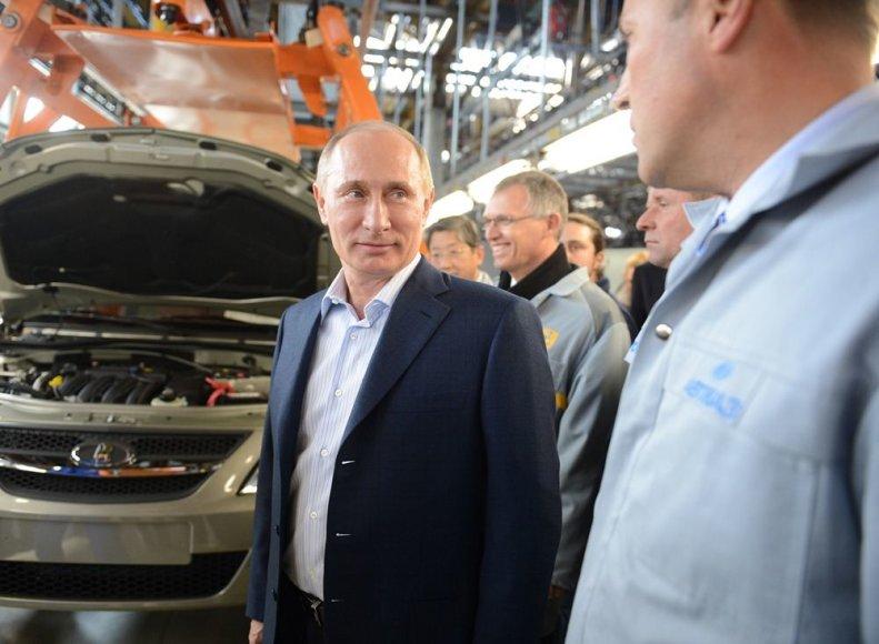 """Vladimiras Putinas """"AvtoVAZ"""" gamykloje"""
