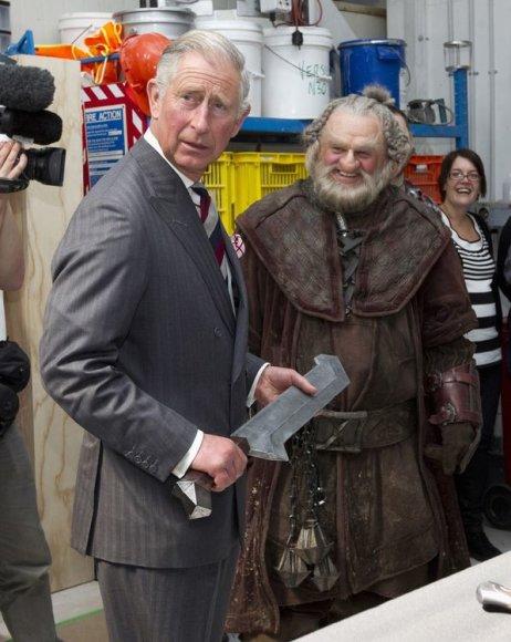 Princas Charlesas su kardu rankose
