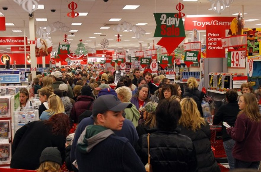 Minia žmonių parduotuvėje