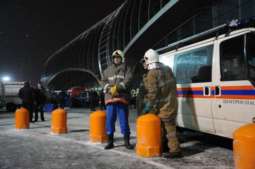 Gelbėtojai prie oro uosto
