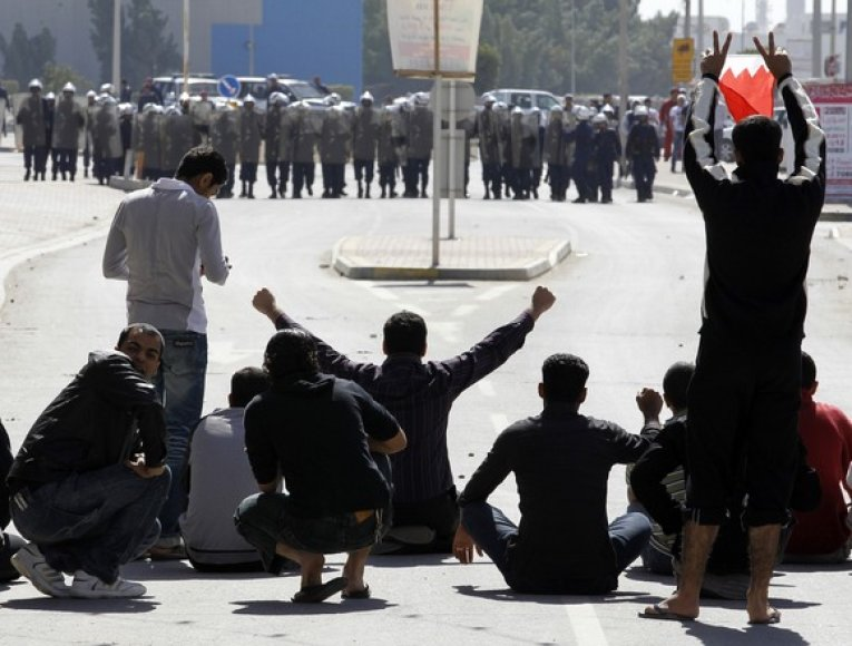 Protestuotojai ir riaušių policija