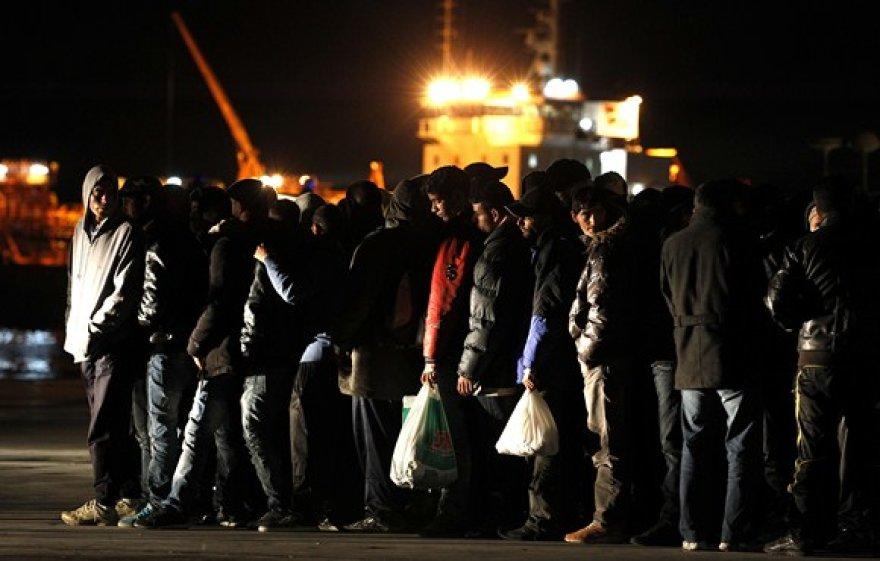 Imigrantai Lampėdūzos salos krantinėje