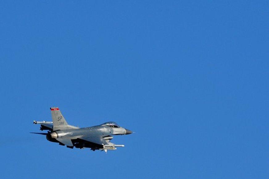 """""""F-16"""" naikintuvas"""
