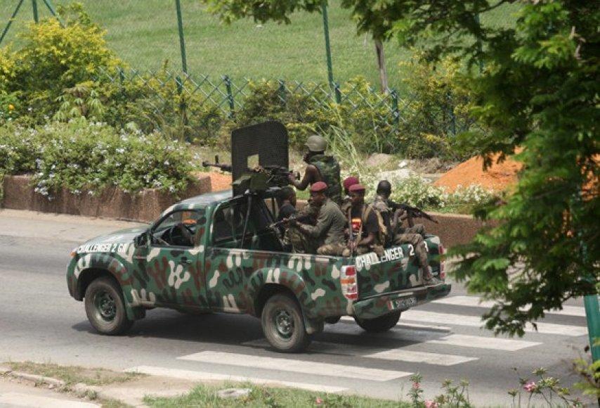 Patruliuojantys Laurento Gbagbo kareiviai