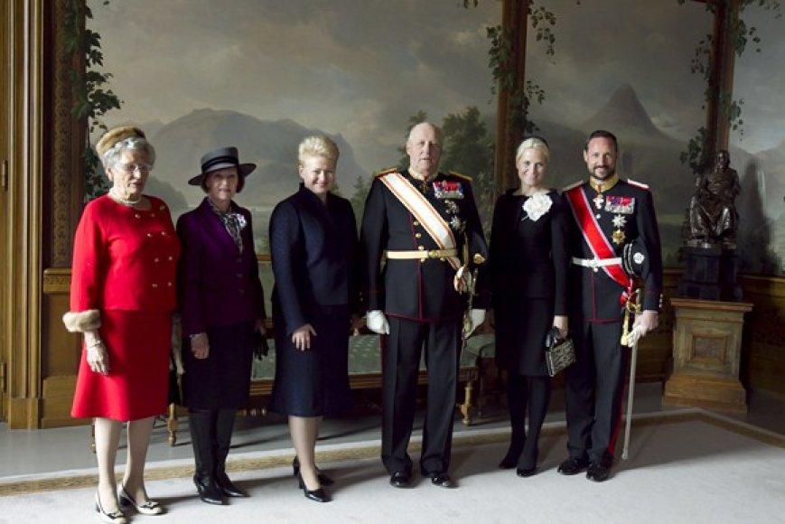 Princesė Astrid, karalienė Sonja, Lietuvos prezidentė Dalia Grybauskaitė, Norvegijos karalius Haraldas, princesė Mette-Marit ir princas Haakonas