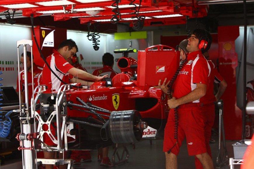 Felipes Massa bolidas garaže