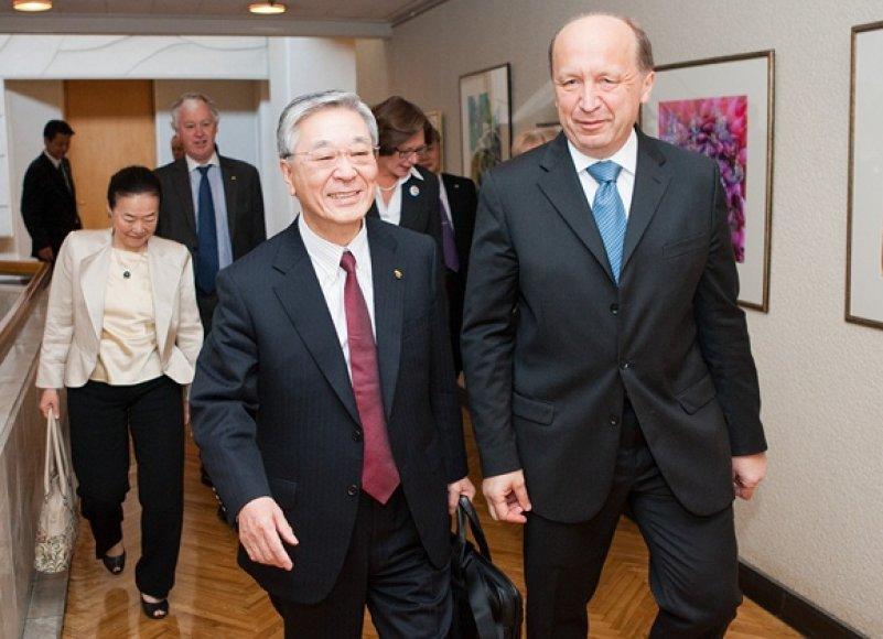 """""""Hitachi"""" prezidentas Hiroaki Nakanishi ir Andrius Kubilius"""
