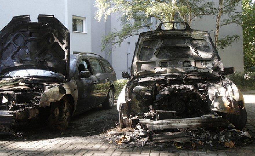Sudegę automobiliai