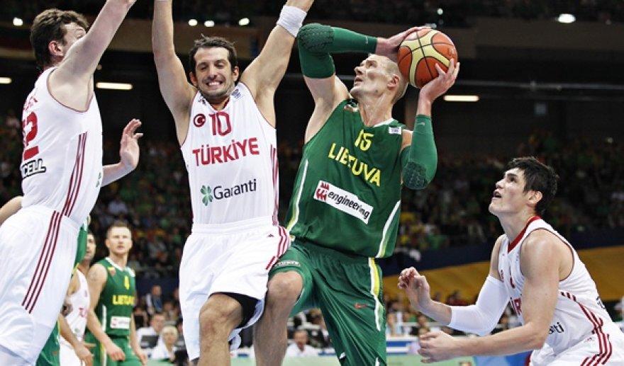Robertas Javtokas (su kamuoliu)