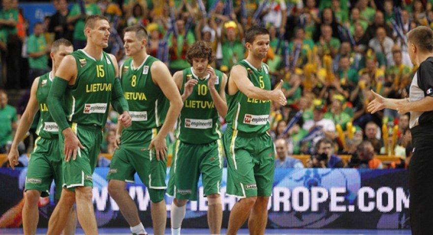 Lietuvos rinktinės krepšininkai prieš rungtynės su Serbija