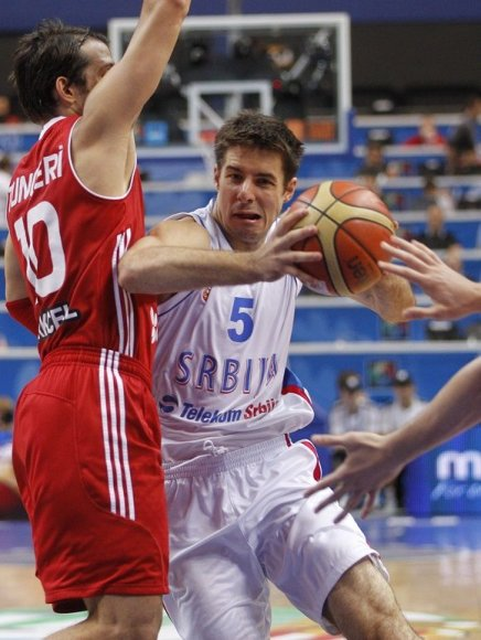 Milenko Tepičius (su kamuoliu)