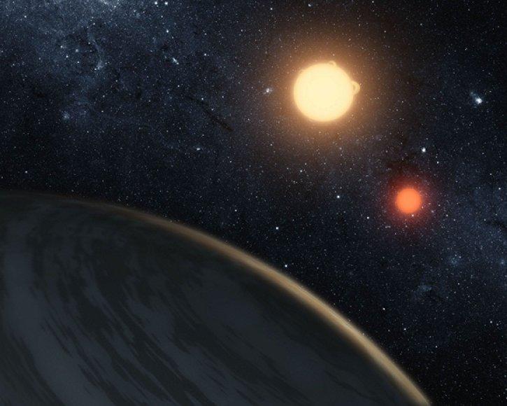 """Matomos dvi saulės planetos """"Kepler-16b"""" horizonte"""