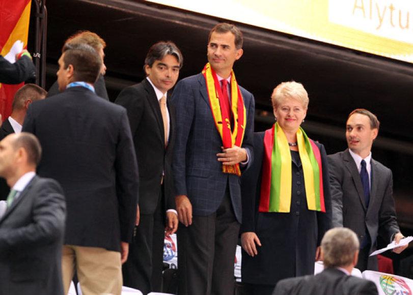Ispanijos princas Felipe (centre), Lietuvos prezidentė Dalia Grybauskaitė (antra iš kairės)