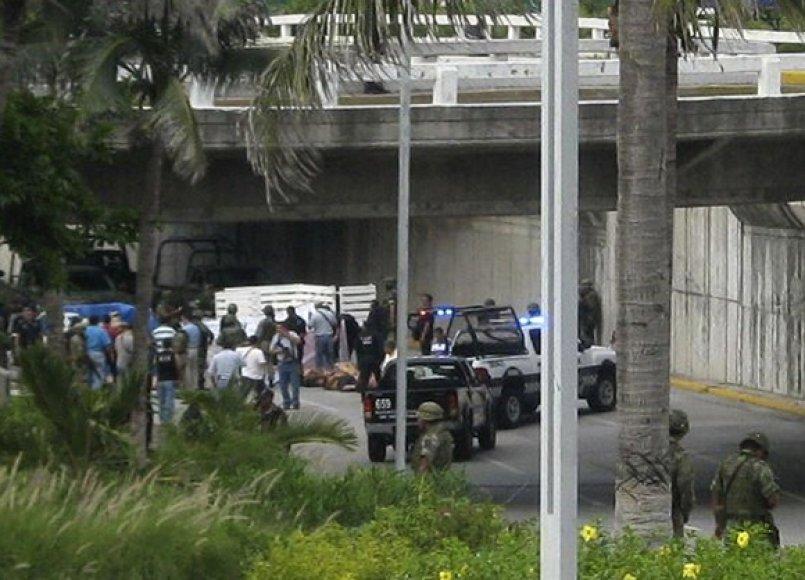 Meksikos uostamiestyje sunkvežimiuose rasti 35 lavonai