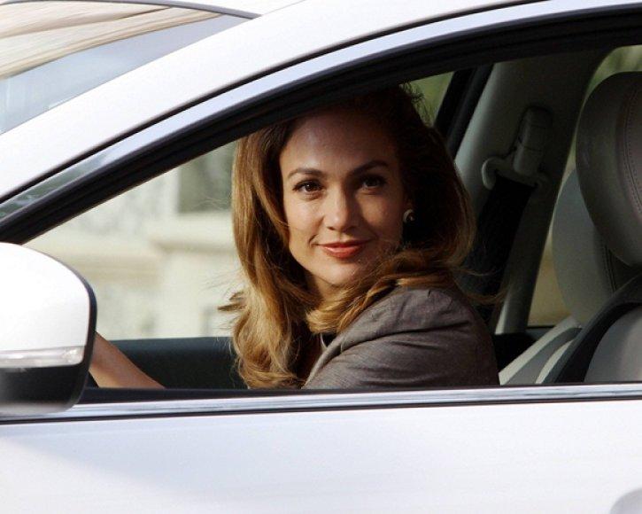 Jennifer Lopez automobilyje
