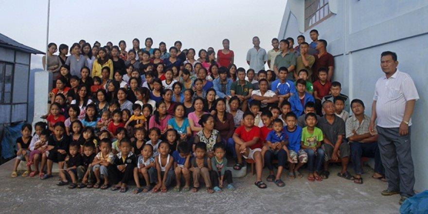 Zionas Chanas (dešinėje) su savo šeima