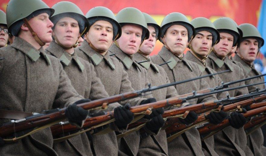 Karinis paradas Raudonojoje aikštėje