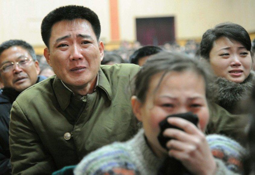 Šiaurės Korėjos gyventojai gedi mirusio šalies lyderio Kim Jong-Ilo.