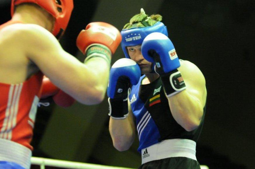 Marijampolėje kovos penkių šalių boksininkai.