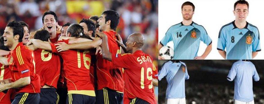 Ispanijos rinktinė vilkės žydros spalvos aprangą