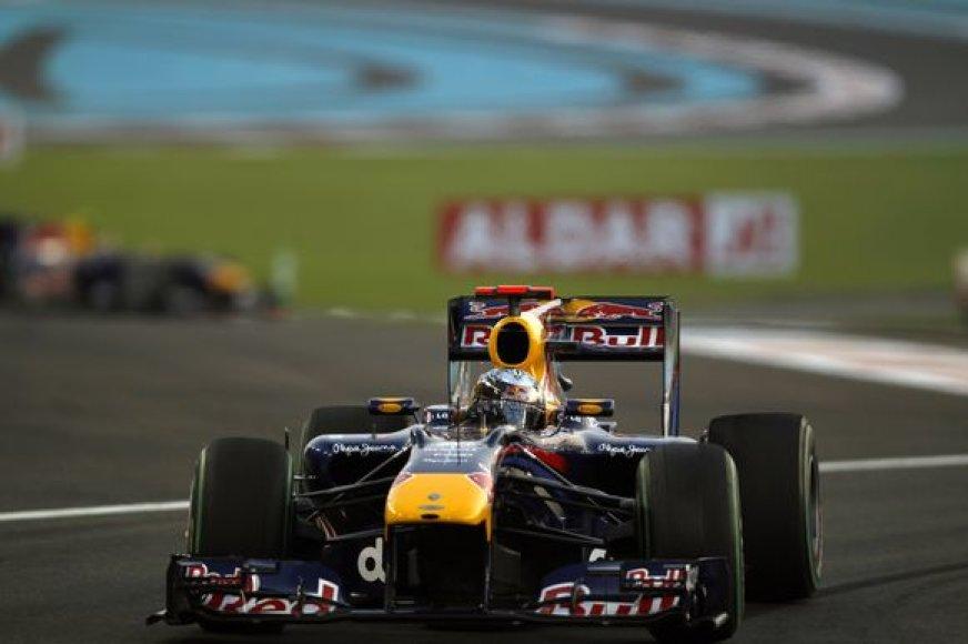S.Vettelis nugalėjo lenktynėse ir tapo naujuoju čempionu