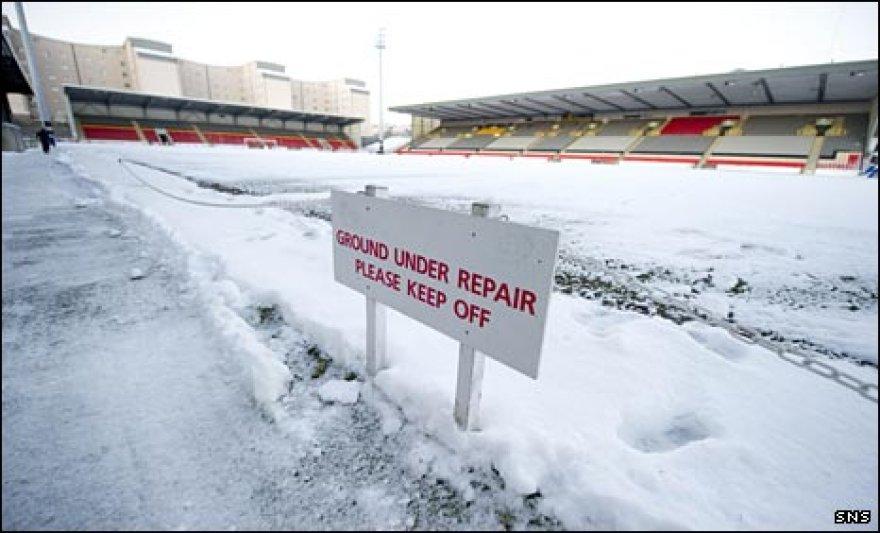 Žiema užkirto kelią futbolo rungtynėms
