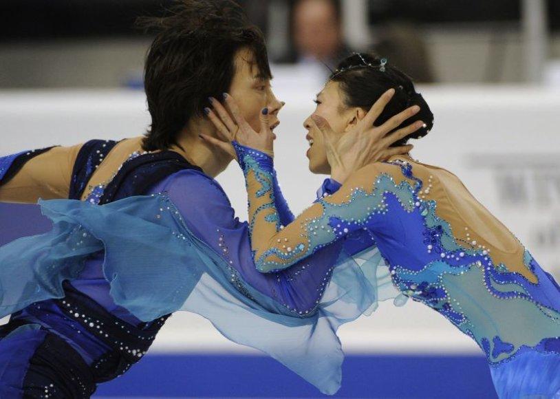 Kinijos čiuožėjai ketvirtą kartą triumfuoja keturių kontinentų čempionate