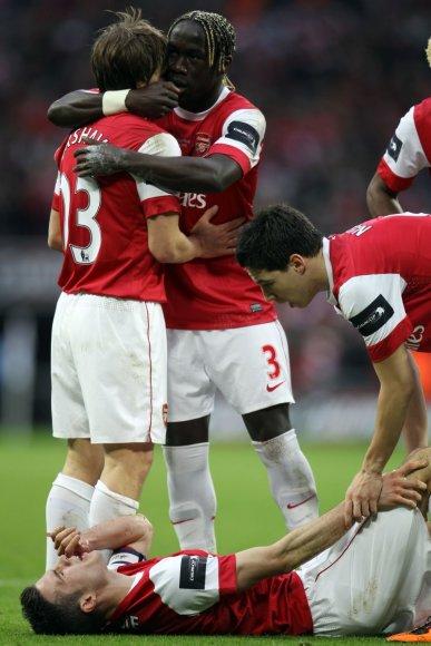 Robinas van Persie susižeidė per Anglijos taurės finalą.