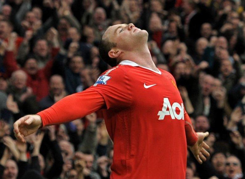 Wayne'o Rooney įvartis taip pat puikuojasi gražiausių mėnesio įvarčių sąraše.