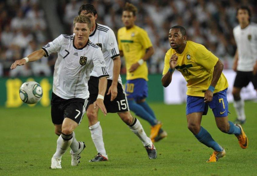 Bastianas Schweinsteigeris prieš brazilą Robinho