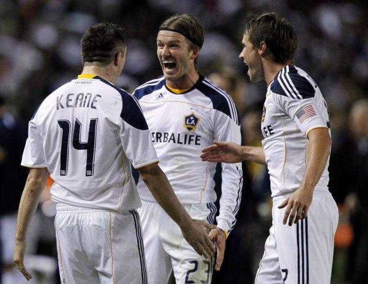 Davidas Beckhamas su komandos draugais švenčia pergalę