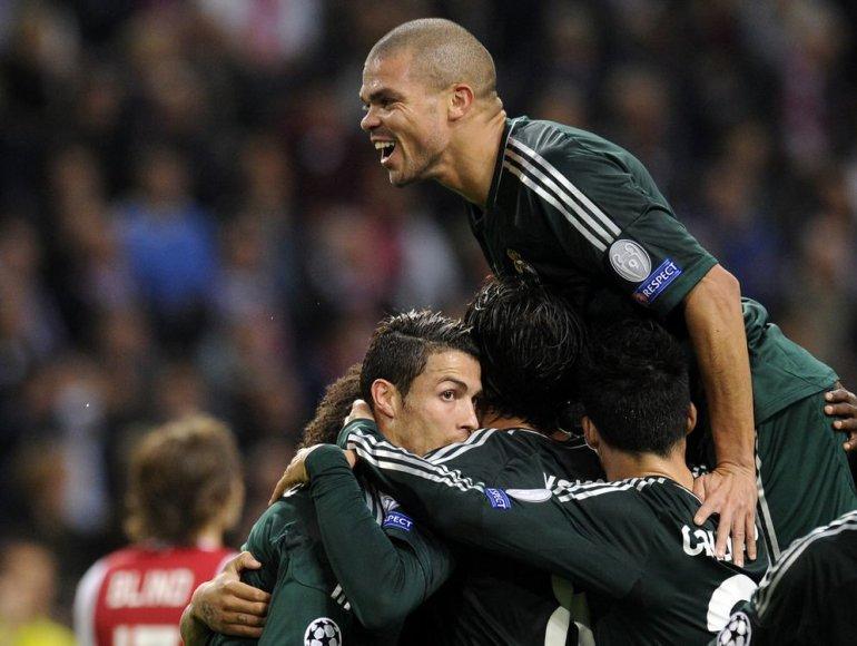 Pepe su komandos draugais džiaugiasi Cristiano Ronaldo įvarčiu