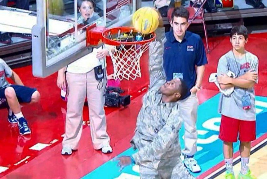 Karininko dėjimas sužavėjo NBA