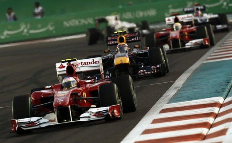"""Paskutinių """"Formulės 1"""" lenktynių Abu Dabyje kadrai"""