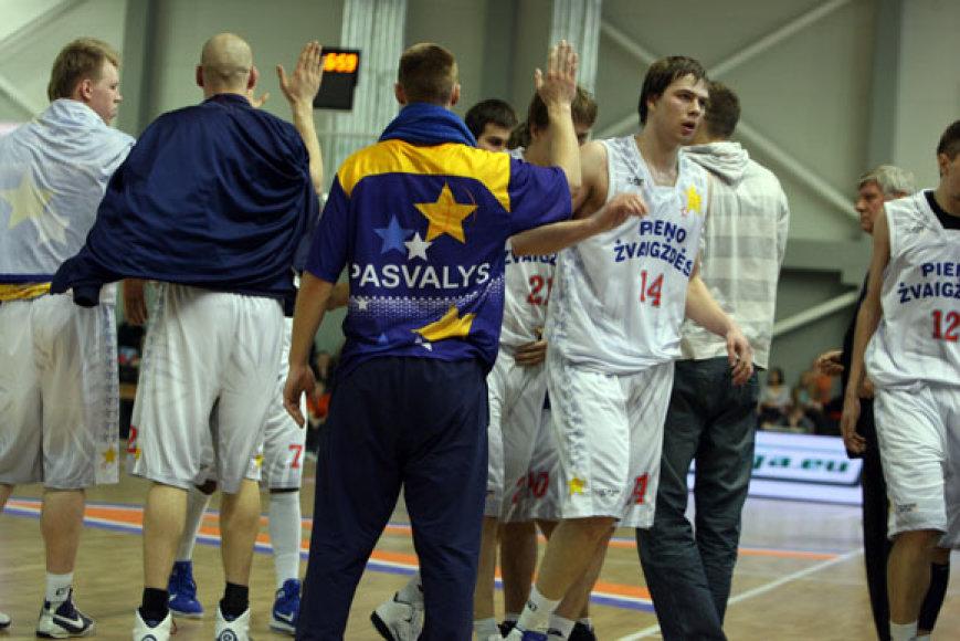 """Pasvalio """"Pieno žvaigždžių"""" krepšininkai šiemet žaidžia LKL"""