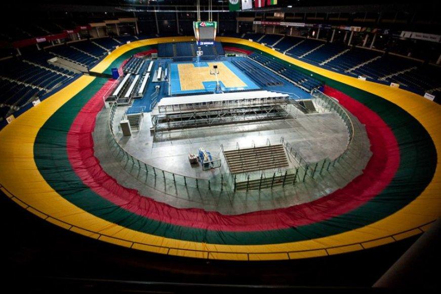 Panevėžio krepšinio arenos treką sirgaliai uždengė Lietuvos trispalve
