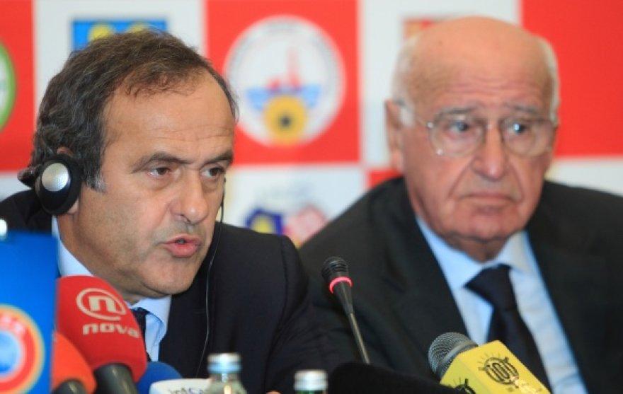 Apie V.Markovičiaus (dešinėje) požiūrį į gėjus Kroatijos homoseksualai žada informuoti ir UEFA vadovus