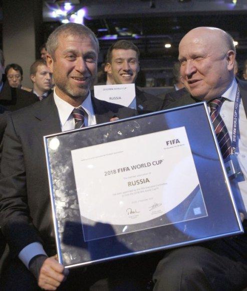 Romanas Abramovičius ir Nižnij Novgorodo gubernatorius Vitalijus Šancevas džiaugiasi teise rengti pasaulio čempionatą.