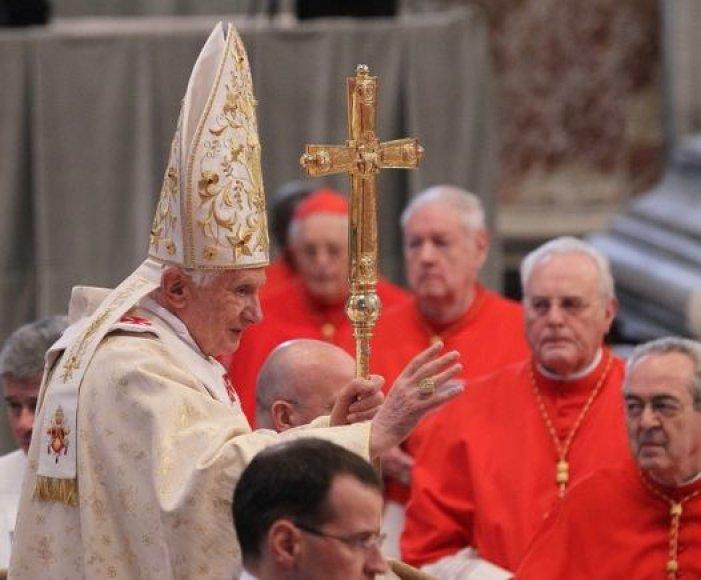 Popiežius Benediktas XVI naujais skyrimais bando įtvirtinti savo liniją.