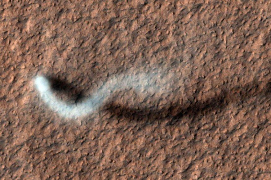 Dulkių viesulas Marse