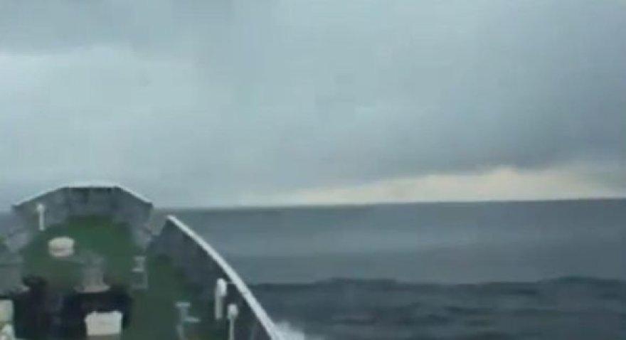 Iš laivo denio užfiksuotos cunamio bangos