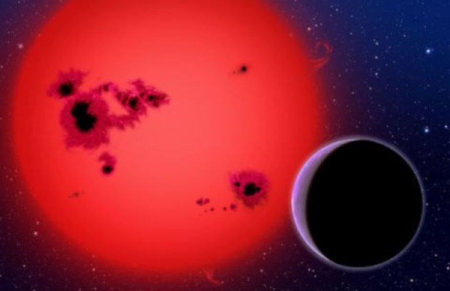 Vos už 27 šviesmečių nuo Žemės aptiktasis kosminis objektas yra pagrindinės sekos žvaigždės formavimosi stadijoje.