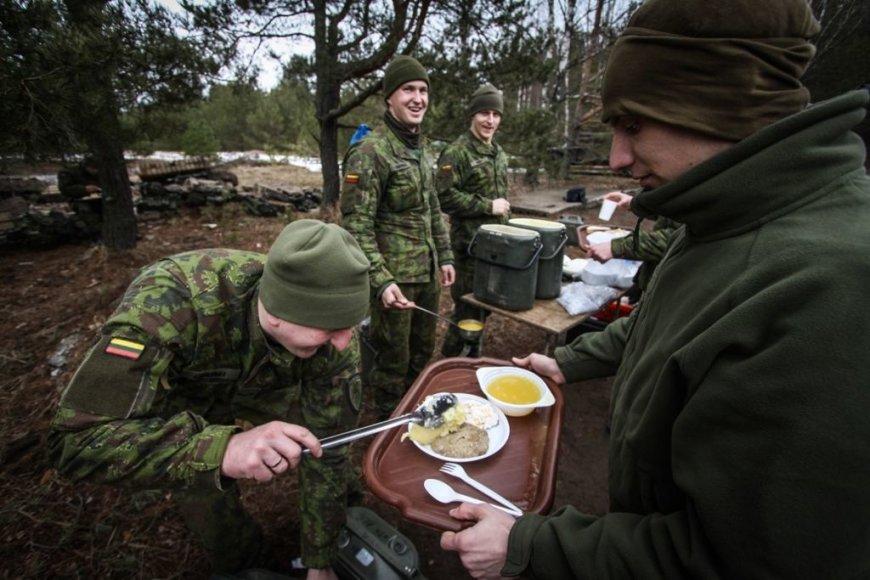 Ievos Budzeikaitės nuotr./Lietuvos karių maistas