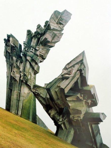 """""""Sovietinio brutalumo grožis"""", – taip pristatomas F.Chaubino albumas, į kurį sugulė   sovietinės moderniosios architektūros pastatų nuotraukos"""