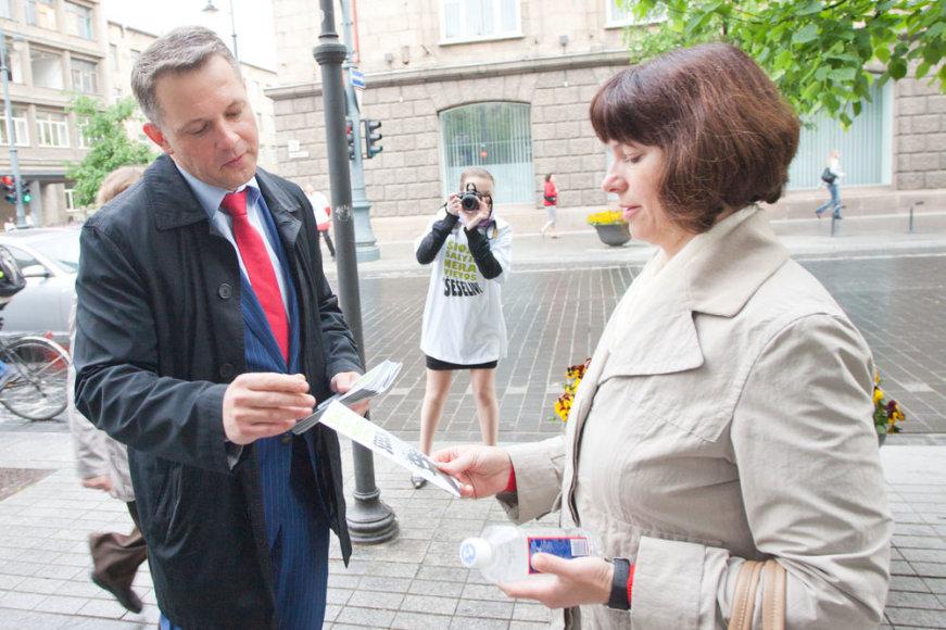 Susisiekimo ministras E.Masiulis agituoja žmones prieš šešėlinę ekonomiką, o jo pavaldiniai rengia įtartinus konkursus.