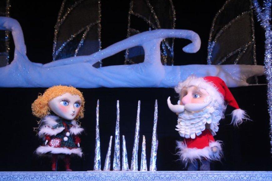 Jau bene keturis dešimtmečius Kauno valstybinis lėlių teatras savo mažiesiems žiūrovams dovanoja specialiai Kalėdų ir Naujųjų metų laikotarpiui sukurtas šventines premjeras.