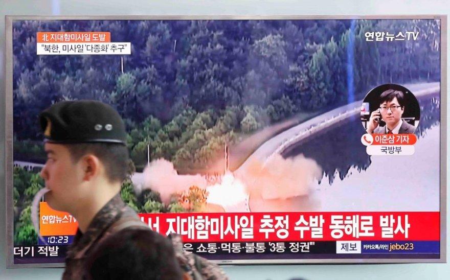 Šiaurės Korėja atliko dar kelis raketų bandymus
