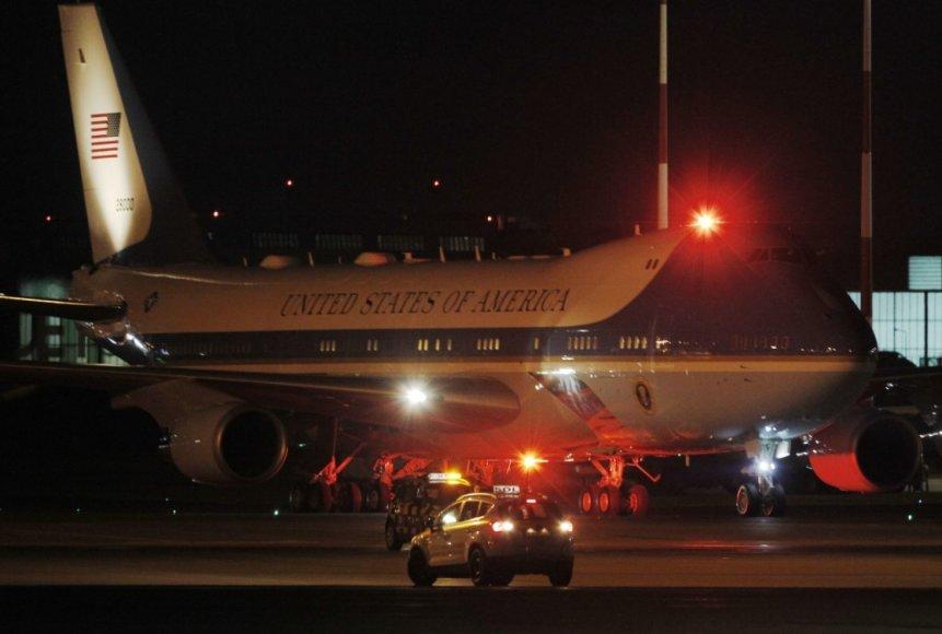 """""""Scanpix""""/AP nuotr./Donaldo Trumpo lėktuvas nusileido Lenkijoje"""