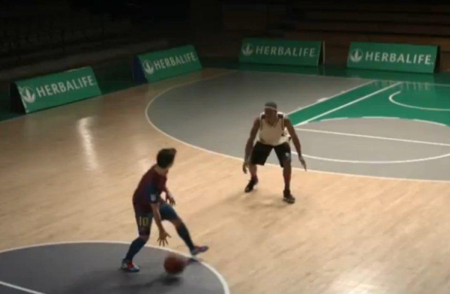 L.Messi su krepšinio kamuoliu